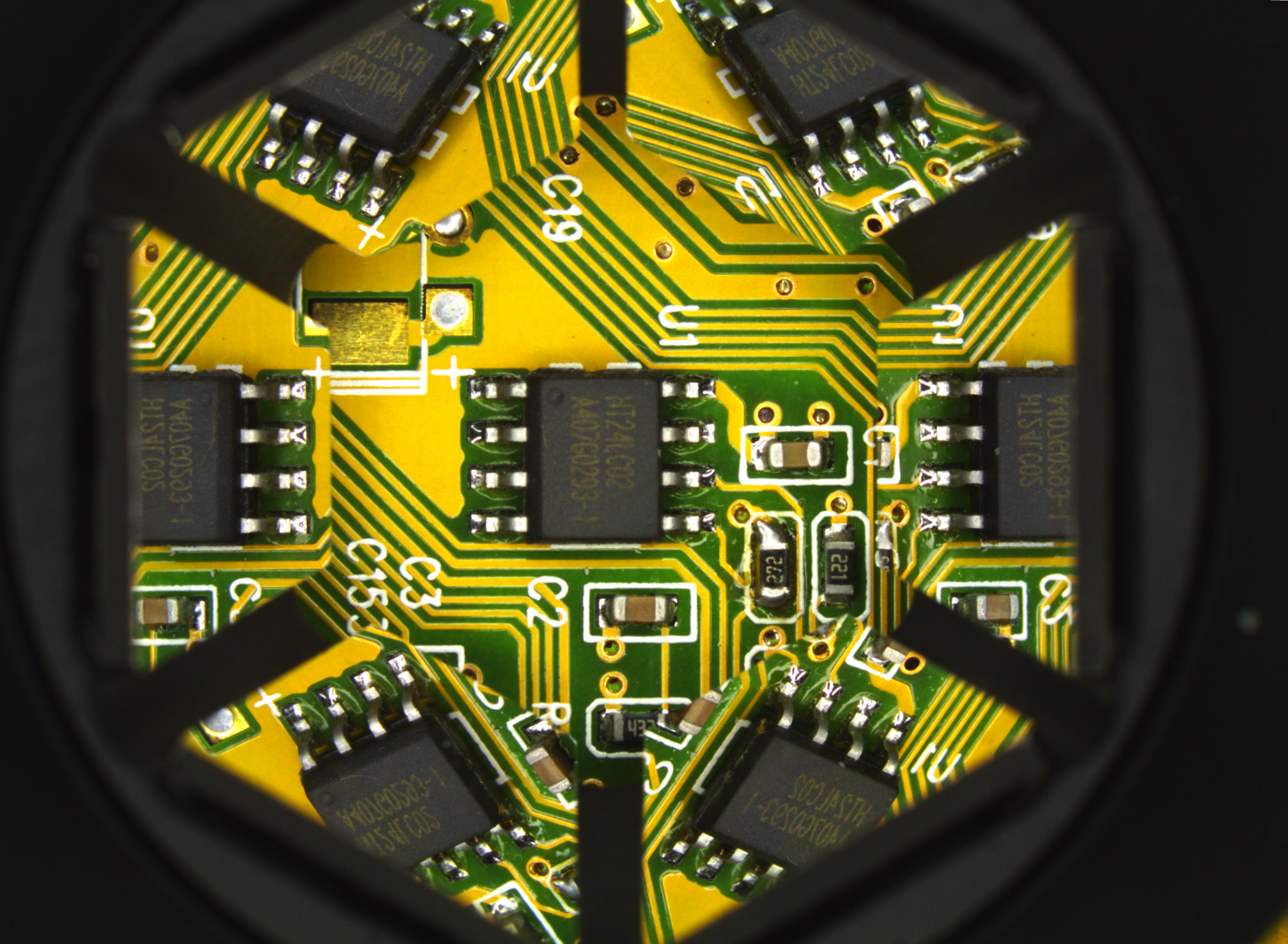 <b>SMD component inspection</b>: integrated circuit position, rotation, pin integrity and bonding can be checked.